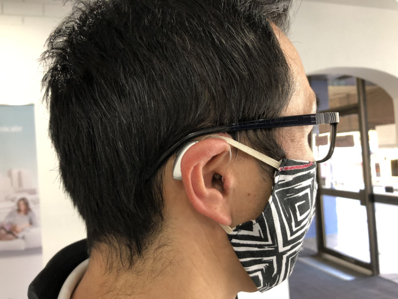 Wearing mask with hearing aid